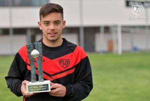 Fran Beltrán recibe su premio Futbol Draft de Plata