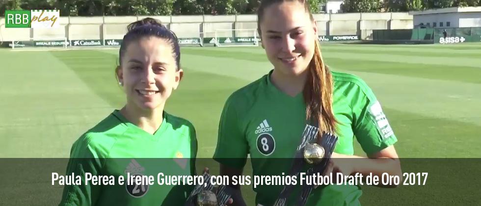 Paula Perea e Irene Guerrero, con sus premios Futbol Draft 2017