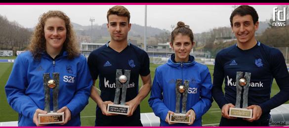 Los jugadores de la Real Sociedad premiados por Futbol Draft 2016 reciben sus trofeos